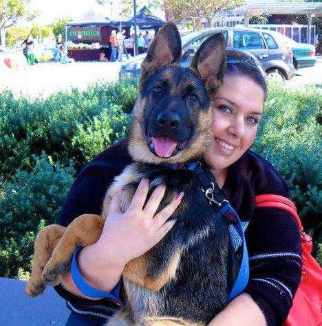 indi-german-shepherd-puppy-with-her-mum